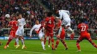Sergio Ramos akifunga moja ya bao lililoipa ushindi timu yake