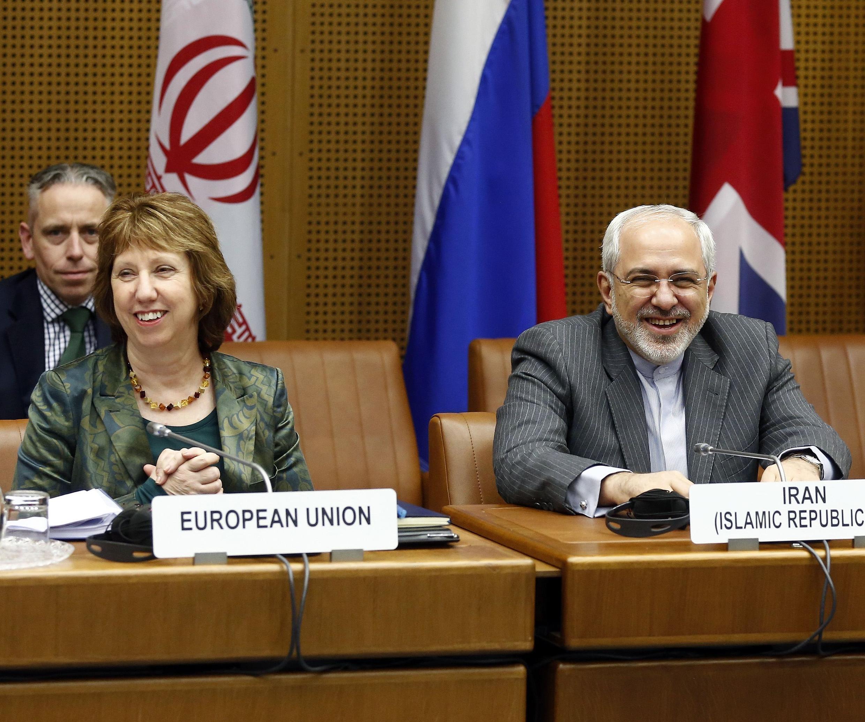 Кэтрин Эштон и глава МИДа Ирана Али Акбар Салехи на переговорах в Вене 18/02/2014