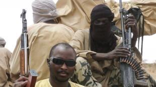 Des hommes du groupe islamiste Ansar Dine à l'arrière d'un pick-up