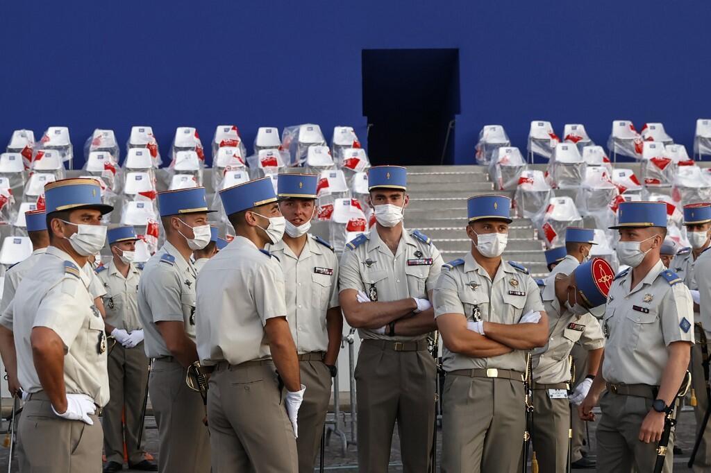 Трибуны для гостей на площади Согласия в Париже. Репетиция церемонии праздника 14 июля.
