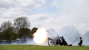 Salvas de canhões foram disparadas em Londres nesta tarde.