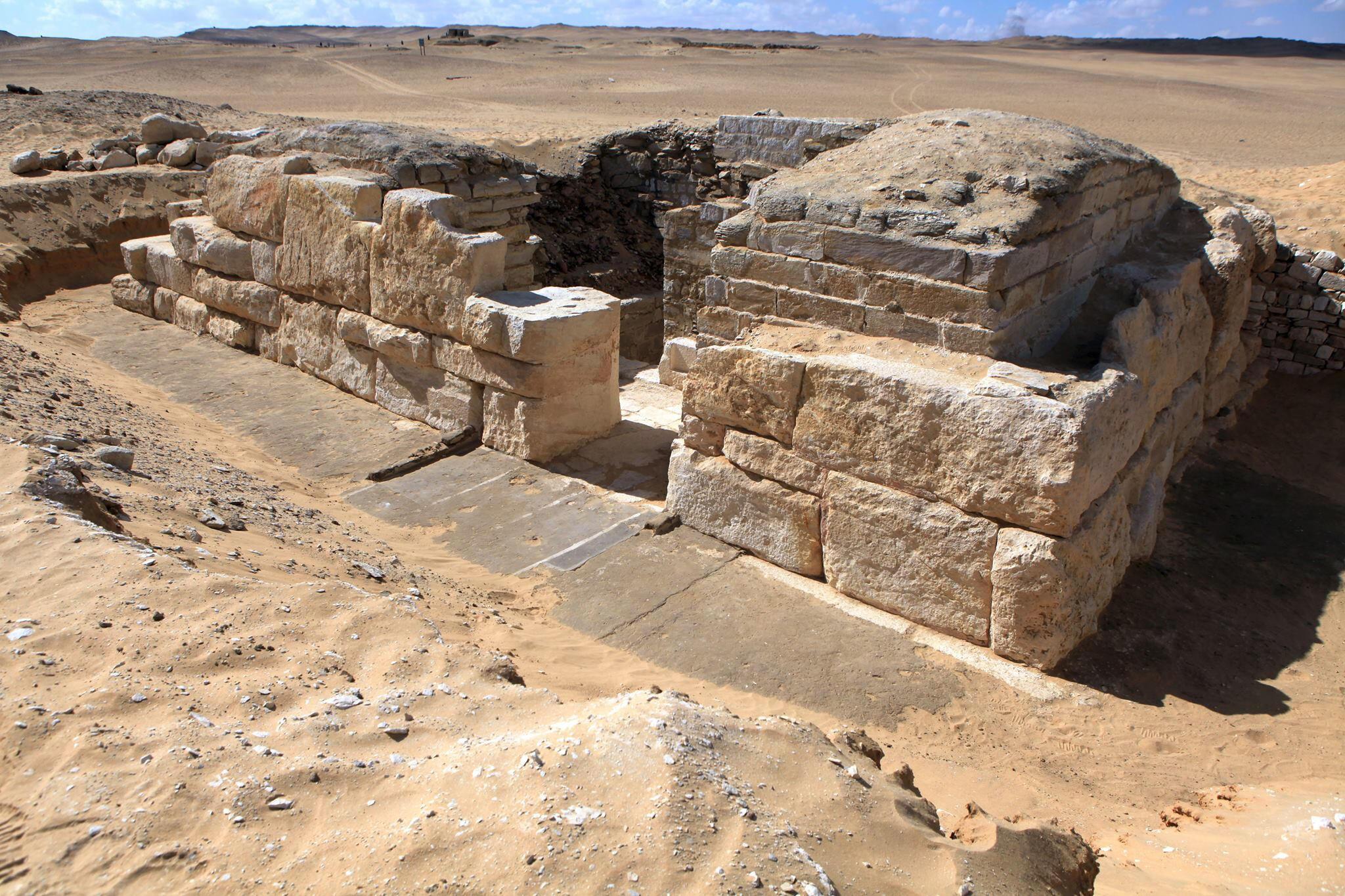 La tombe de Khentkaous III daterait du milieu de la Ve dynastie, soit 2494-2345 avant Jésus-Christ.