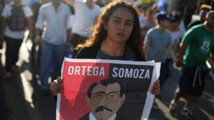En Managua, la mayoría de los manifestantes pedían la salida de Ortega y de su esposa y vicepresidenta, Rosario Murillo.