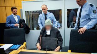 La fiscalía no reveló la identidad del acusado, pero el diario alemán Die Welt le identificó como Johann R.