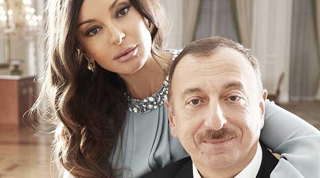阿塞拜疆总统奥格雷·阿利耶夫(Ilham Aliev)和妻子梅赫里班·阿利耶娃(Mehriban Alieva)
