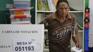 Os peruanos vão às urnas também no domingo com opções radicais tanto de esquerda quanto de direita.