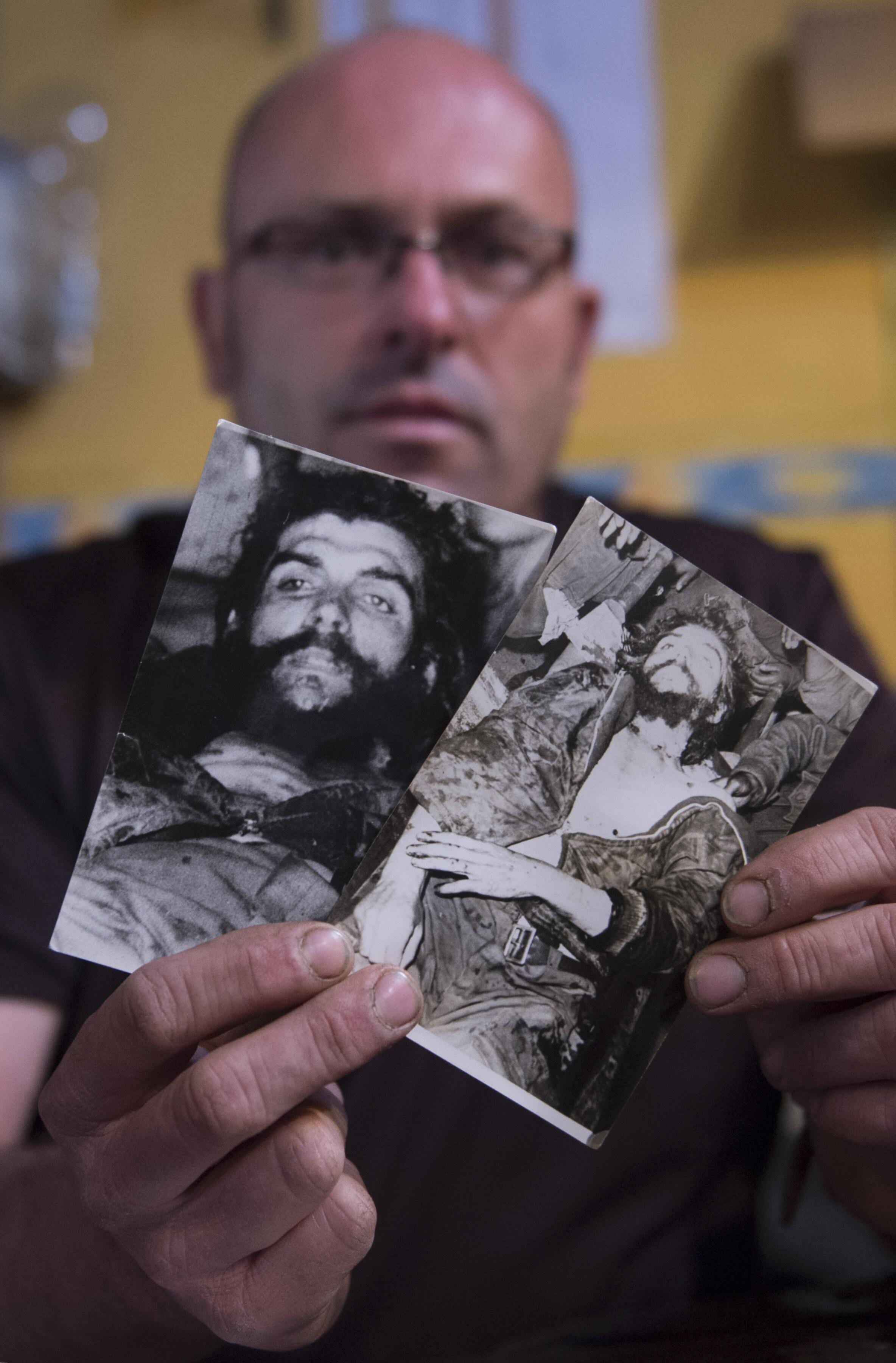 Photographies de la dépouille du docteur Ernesto Guevara prises le 10 octobre 1967 par le journaliste Marc Hutten.
