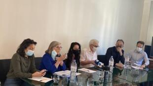 法国人权组织,欧洲维吾尔学院在他们的代理律师的事务所就起诉跨国集团案召开记者会,2021年4月12日。