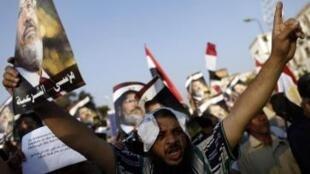 Manifestantes pró-Mursi foram mortos pelas forças do exército na madrugada desta segunda-feira, 8 de julho de 2013.