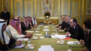 دیدار فرانسوا هولاند، رئیس جمهوری فرانسه با محمدبن نایف، ولیعهد عربستان سعودی در کاخ الیزه در پاریس. جمعه ۱۴ اسفند/ ۴ مارس ٢٠۱۶