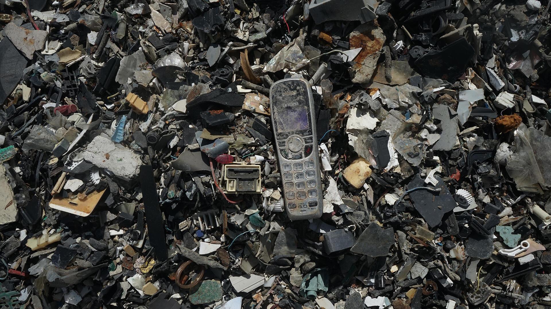 Malaisie -  vieux téléphone et des déchets électroniques