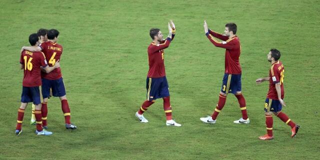 Estreia vitoriosa da Espanha na Copa das Confederações, com um triunfo de 2 a 1 sobre o Uruguai.