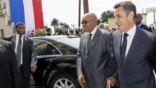 Le président français, Nicolas Sarkozy et son homologue sud-africain, Jacob Zuma, à Nice, le lundi 31 mai.