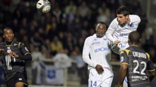 Daniel Niculae marque de la tête et offre à Auxerre sa 4e victoire d'affilée.