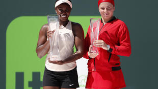 Sloane Stephens (left) won her sixth title with her victory over Jelena Ostapenko at the Miami Open.