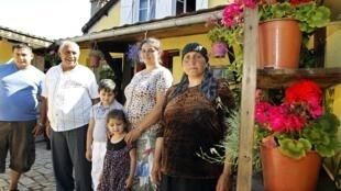 Семья румынских цыган в пригороде Парижа Монтрее 25/07/2012