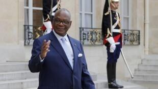 Le président malien Ibrahim Boubacar Keïta dans la cour de l'Elysée, lors d'une visite à Paris, le 27 juillet 2016