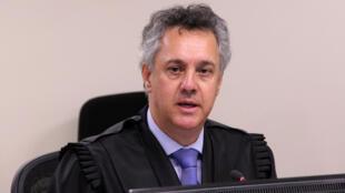 O desembargador João Gebran Neto durante a sessão no TRF-4 de Porto Alegre