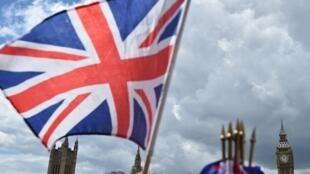 Sức hấp dẫn của Anh Quốc đã giảm : Số công dân châu Âu rời Anh Quốc đã tăng 100%.