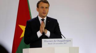 Tổng thống Pháp Emmanuel Macron phát biểu trước các sinh viên trường đại học Ouagadougou, Burkina Faso ngày 28/11/2017.