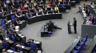 Sessão do Parlamento alemão, favorável à eleição de Emmanuel Macron na França.