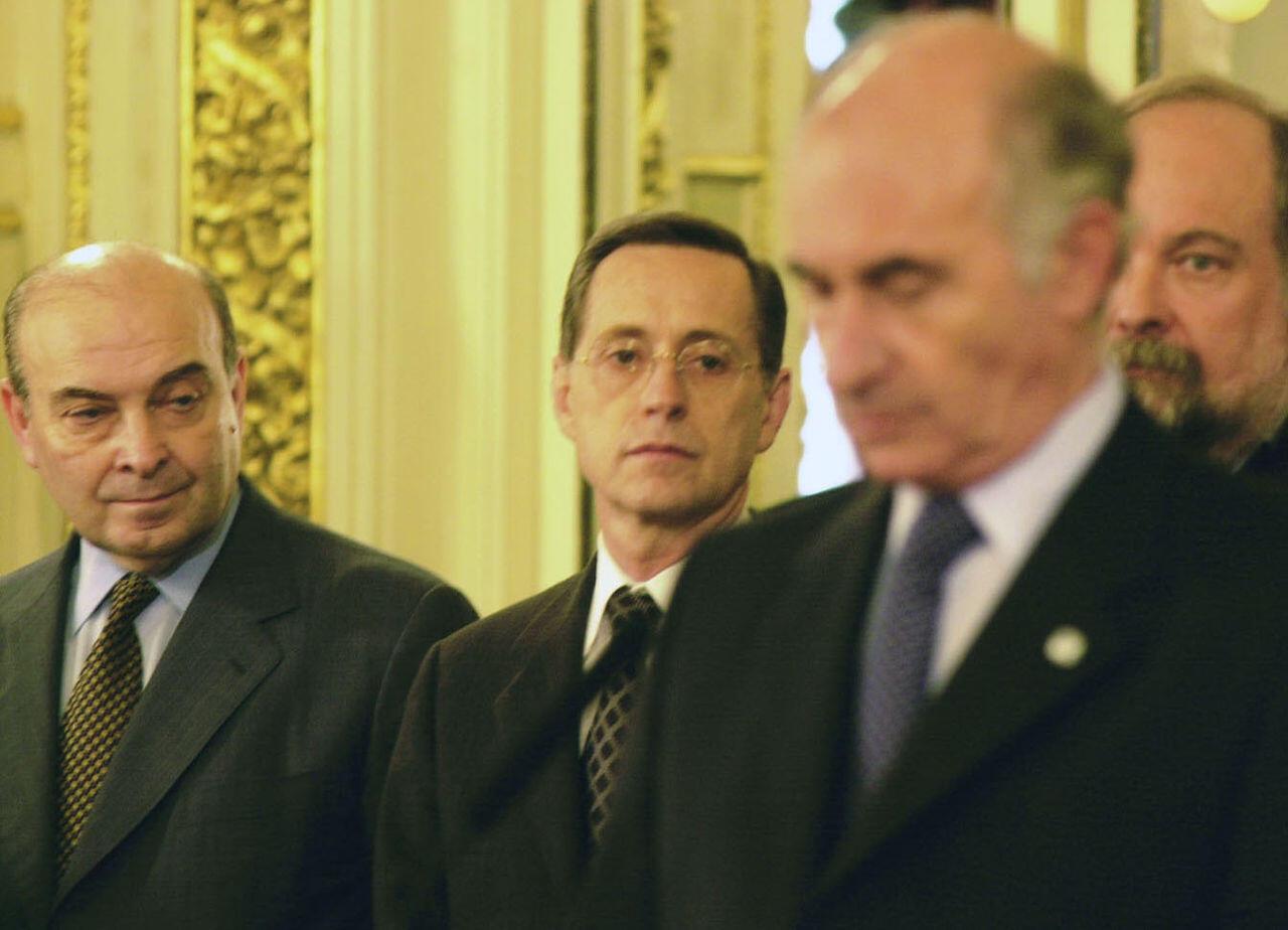 O ministro Domingo Cavallo ao lado do presidente De la Rúa, em plena crise de 2001.