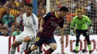 Lionel Messi na Barcelona yana fafatawa da Cristiano Ronaldo na Real Madrid a wasan Clasico a La liga