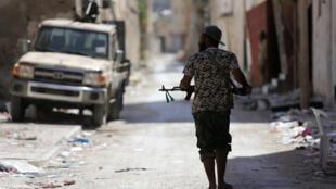 Un membre de l'armée libyenne durant des affrontements avec des islamistes à Benghazi le 17 juillet 2017. (image d'illustration)