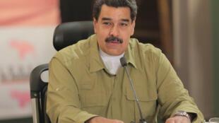 A la crise financière s'ajoute la crise politique. Le président Nicolas Maduro a annoncé, ce dimanche 12 novembre, que le dialogue entre son gouvernement et l'opposition vénézuélienne allait reprendre.