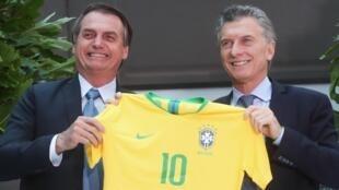 Jair Bolsonaro e Maurício Macri em 6 de junho de 2019 em Buenos Aires, na Argentina.