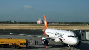 A319 авиакомпании «Армавиа» в аэропорту Звартноц