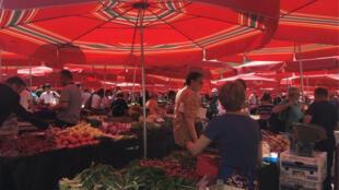 Le marché Dolac, le «ventre» de Zagreb, la capitale croate, où les fermiers de la région vendent leur production.