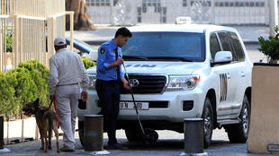 بازرسی اتوموبیل حامل کارشناسان سلاحهای شیمیایی در دمشق