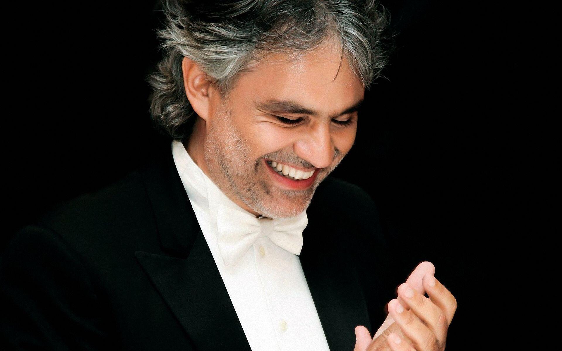 """Tuy là người Ý, nhưng danh ca Andrea Bocelli ghi âm bài hát """"A Man Without Love"""" bằng tiếng Tây Ban Nha (DR)"""