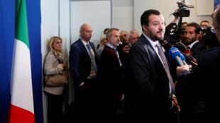 Le ministre de l'Intérieur Matteo Salvini, lors d'une rencontre du G6 avec ses homologues européens, le Commissaire européen pour la sécurité et celui pour l'immigration, à Lyon le 9 octobre 2018.