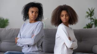 En grandissant, parler avec ses parents peut s'avérer complexe et certains sujets peuvent devenir tabous.