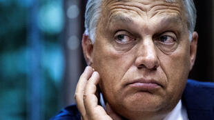 Le gouvernement du premier ministre Viktor Orban met des batons dans les roues des ONG aidant les migrants en leur imposant une nouvelle taxe.