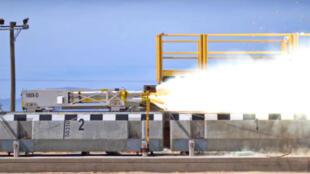 Le traîneau-fusée à sustentation magnétique, développé pour le compte de l'armée américaine a atteint la vitesse de 1018 km/h.