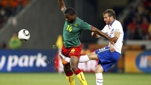 Rafael van der Vaart (de verde) já pode voltar a jogar pelo Tottenham, após sofrer uma lesão na últma quinta-feira.