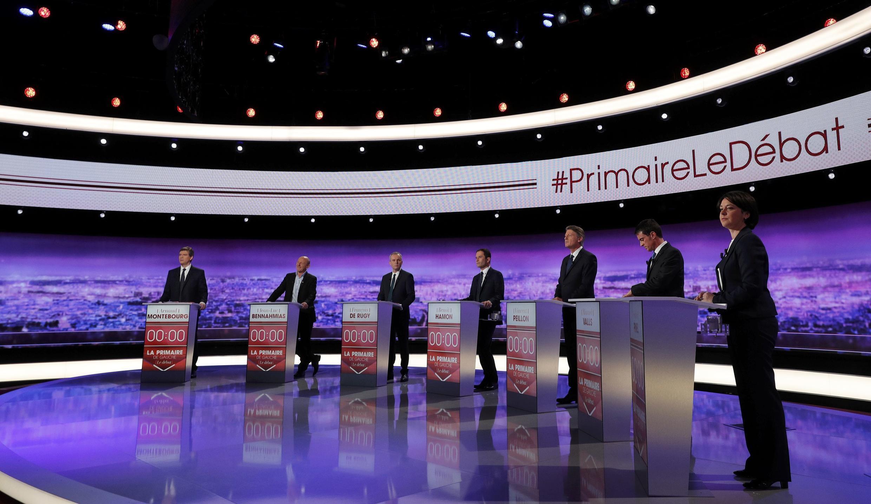 Les sept candidats à la primaire de la gauche, lors du premier débat télévisé, le 12 janvier 2017.