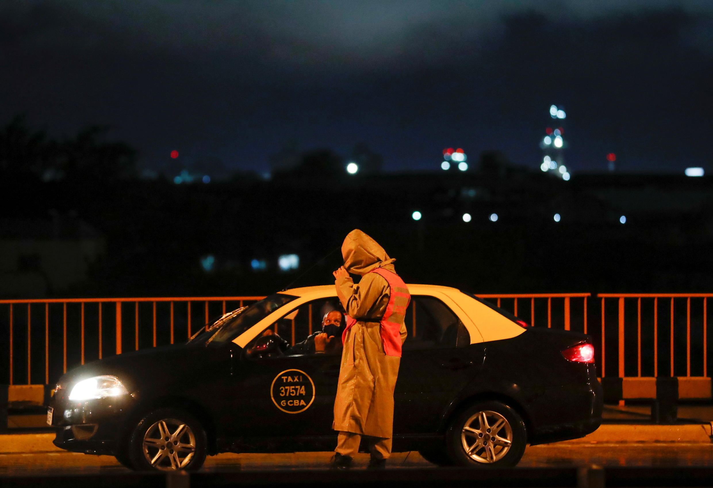PHOTO Taxi Argentine contrôle - 9 avril 2021