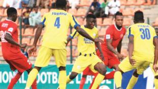 'Yan wasan Lobi Stars da Adamawa United a Najeriya