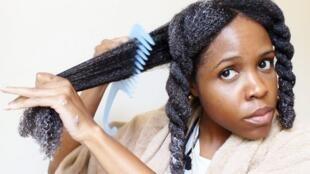 Pour avoir une belle peau ou de beaux cheveux, il faut s'armer de patience et adopter une hygiène quotidienne avec une association de produits de beauté bien choisis.
