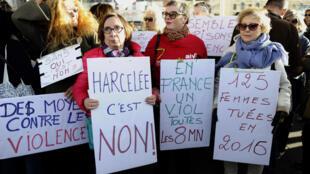 Biểu tình của phụ nữ tại Marseille, Pháp ngày 29/10/2017 lên án nạn quấy rối và bạo hành tình dục với phụ nữ.
