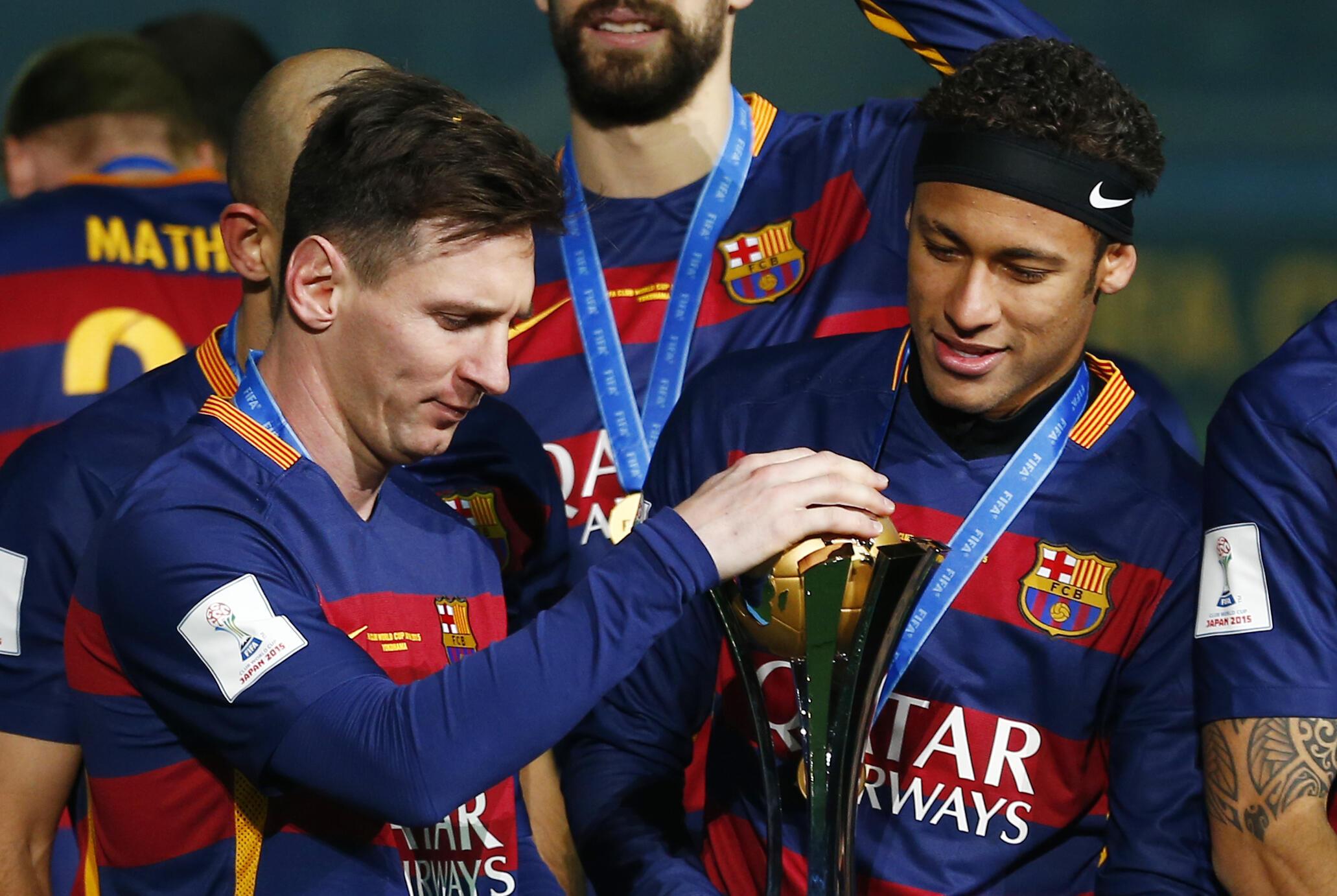 Os craques Neymar, Messi e Cristiano Ronaldo disputam o prêmio Bola de Ouro 2015.