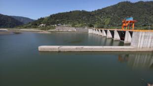 Đập thủy điện Coca Codo Sinclair do Trung Quốc đầu tư xây dựng tại khu vực núi lửa Reventador ở Ecuador.