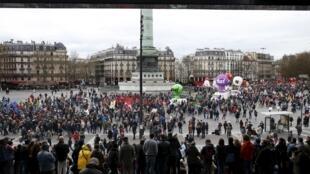 Manifestação em Paris(Place de la Bastille) contra a lei do trabalho.09 de Abril 2016