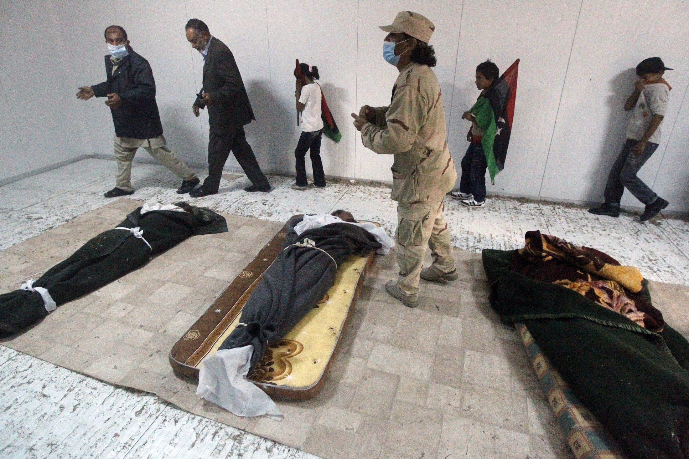The bodies of Kadhafi and his son Mutassim on show in Misrata