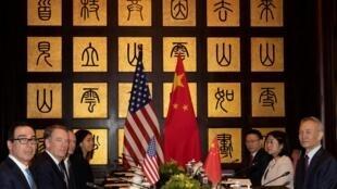 Les délégations américaine et chinoise en négociations à Shangai, le 31 juillet 2019.