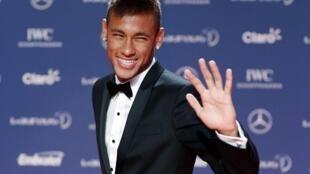 Neymar chega para a entrega do Laureus World Sports, no Rio de Janeiro em 11 de março de 2013.